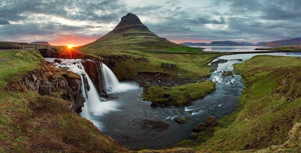 0002-gallery-iceland-waterfall-1
